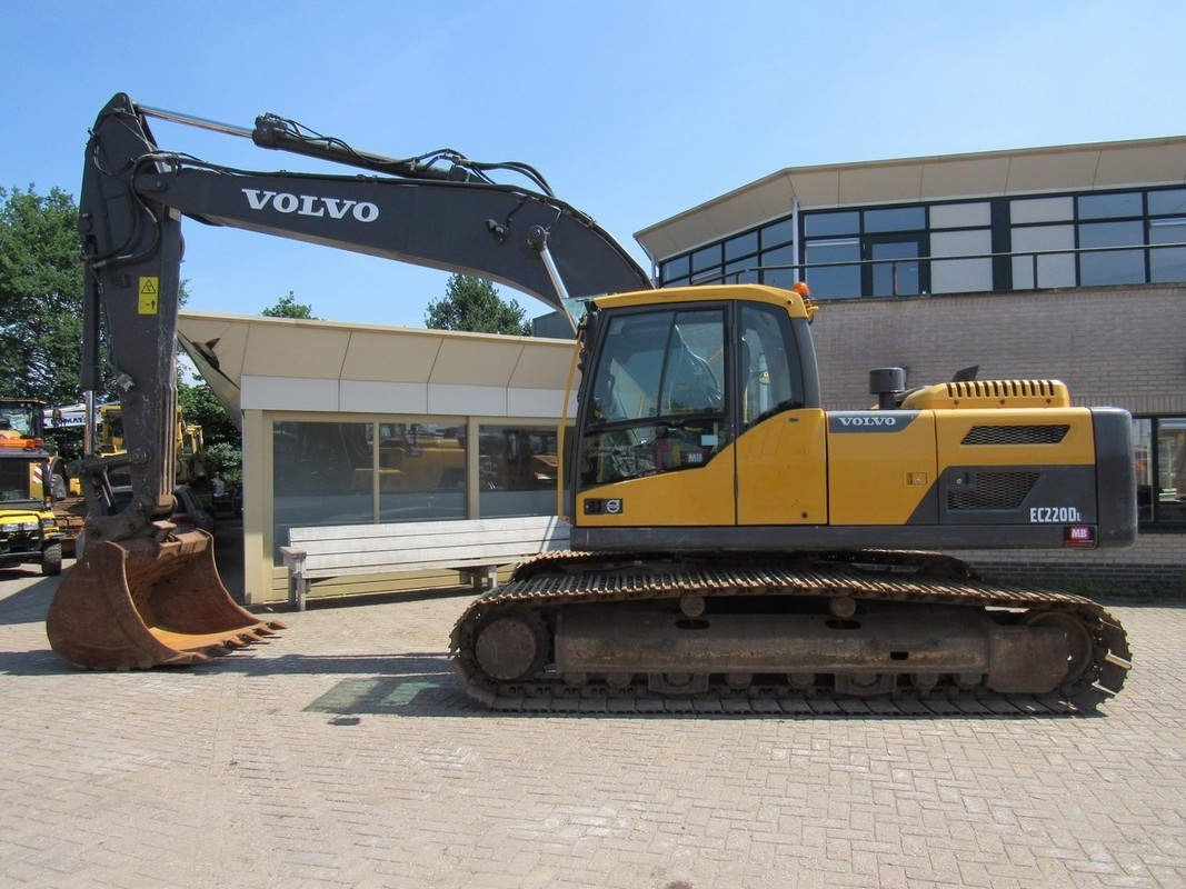 Volvo-EC220DL-1067x800